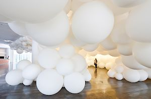 O.T. (BALLOON CLOUD): Eva Schlegel, 2011